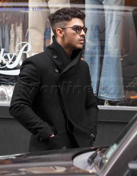 Joe Jonas Debuts Jersey Shore Haircut Fashionique By Dominique